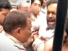 प्रशांत भूषण ने योगेंद्र यादव की गिरफ्तारी पर उठाए सवाल, कहा- पुलिस ने मिलने तक नहीं दिया