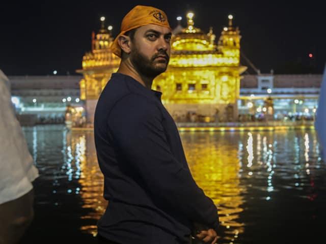Aamir Khan Stops by Golden Temple Ahead of Dangal Shoot