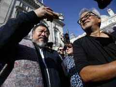 Ai Weiwei And Anish Kapoor Walk Through London to Support Refugees