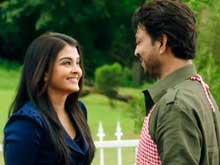 Irrfan Khan is Hopelessly Devoted to Aishwarya in New <I>Jazbaa</I> Song