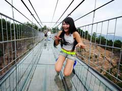 Brave Enough to Cross China's Glass-Bottomed Bridge? Are You? Really?
