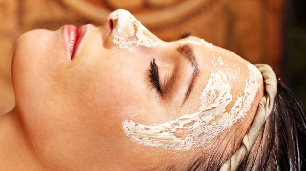 Multani-Mitti-works-wonders-for-the-skin
