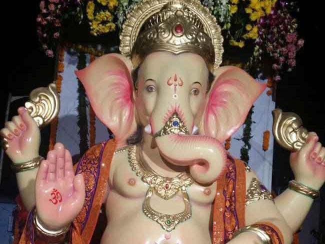 Happy Ganesh Chaturthi: गणेश चतुर्थी के दिन ऐसा होना चाहिए आपके Facebook और WhatsApp का स्टेटस