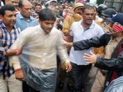 गिरफ्तारी के कुछ ही घंटे बाद रिहा हुए हार्दिक पटेल, गुजरात में 24 घंटे के लिए इंटरनेट बैन