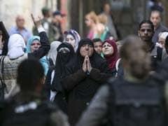Palestinians Clash With Israeli Police at Jerusalem Shrine