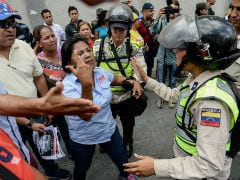 Venezuelan Opposition Activists, Government Supporters Clash at Leopoldo Lopez Trial