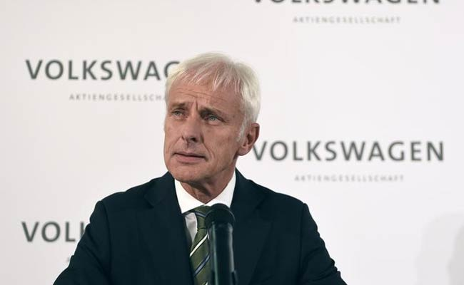 Volkswagen Chief Apologizes For Cheating, Rivals Pop Champagne