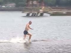 Shaolin Monk 'Runs on Water' For 125 Metres, Breaks Own Record