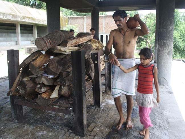 दोस्ती की अनोखी मिसाल : मध्य प्रदेश में मुस्लिम शख्स ने अपने हिंदू दोस्त को दी मुखाग्नि