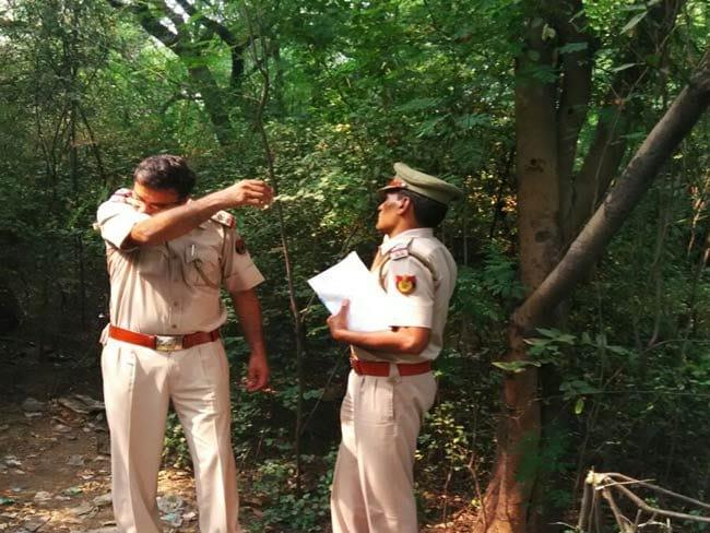 दिल्ली : मासूम की कुकर्म के बाद फांसी पर लटकाकर हत्या, धौलाकुआं के जंगल में मिली लाश