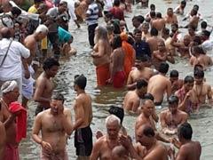 हरिद्वार अर्धकुंभ में श्रद्धालुओं ने लगाई गंगा में डुबकी, इस साल होंगे 10 स्नान