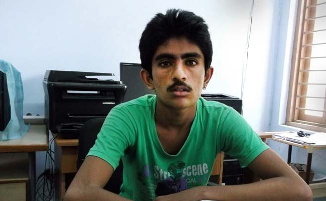 Stuck In India, Pakistani Teen Watched His Father Leave -4498