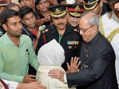 President Pranab Mukherjee Meets Families of 1965 War Heroes
