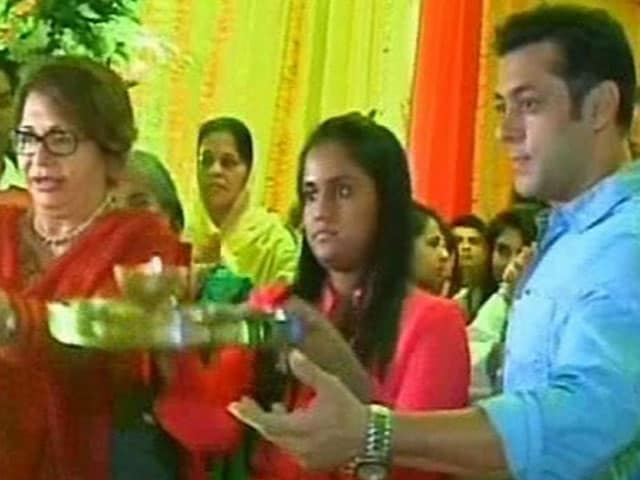 Arpita Khan Sharma Tweets Preview of Ganpati Festivities