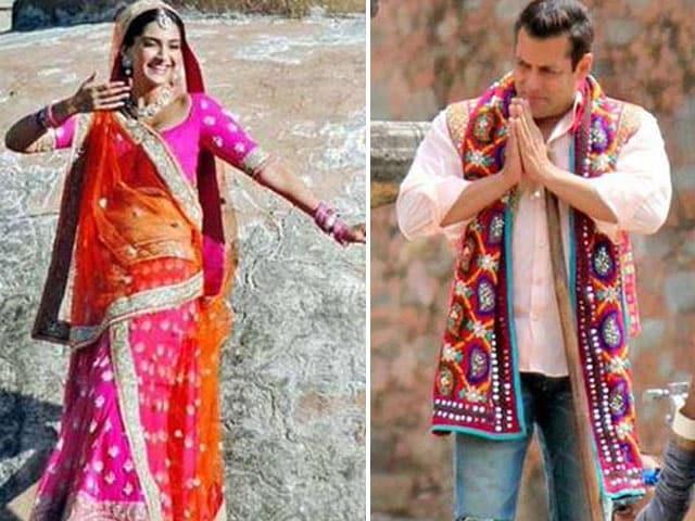 Salman Khan, Sonam Kapoor in a Prem Ratan Dhan Payo Moment