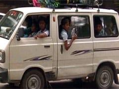 दिल्ली की खतरनाक स्कूल वैनें : जिनमें जबरन CNG सिलेडरों पर बच्चों को बिठाया जाता है