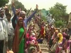 समायोजन रद्द होने के बाद यूपी के फिरोजाबाद में शिक्षा मित्र ने लगाई  फांसी
