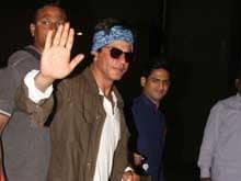 Shah Rukh Khan Thrills Ad Crowd With <i>Lungi Dance</i>, Wonder Bra Confession