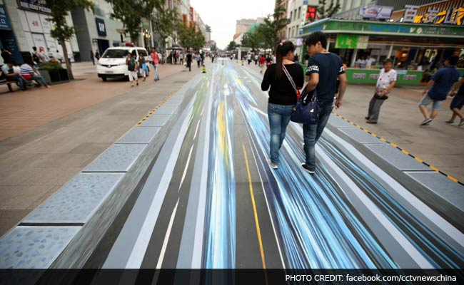 This Amazing 3d Street Art Is Stopping Beijing In Its Tracks