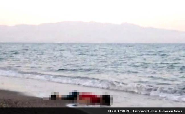 Toddler's Body Washes Up on Turkish Beach After 12 Syrian Migrants Drown