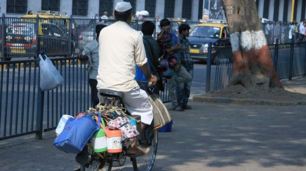 Young Start-Ups Use Dabbawallahs to Deliver Food & Offer Variety