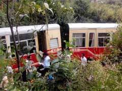 दार्जिलिंग हिमालयन रेलवेज ने पहली बार टॉय ट्रेन की शाम की सेवाएं शुरू की