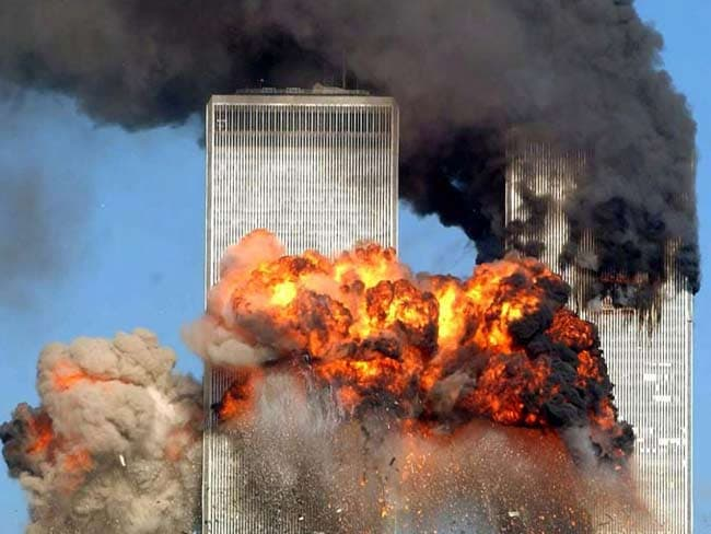 9/11 की बरसी : एक के बाद एक दो प्लेन टकराए और फिर आग और धूल के गुबार में बदल गया वर्ल्ड ट्रेड सेंटर