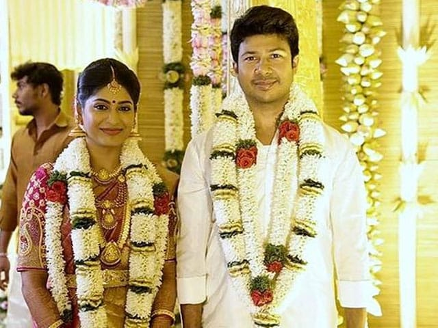 Tamil Actress Vijaylakshmi Marries Fiance Feroz Mohammed