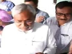 बिहार चुनाव : नीतीश, लालू, रविशंकर, राबड़ी समेत कई दिग्गजों ने डाले वोट