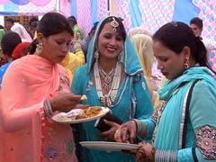 बिसहाड़ा में दो मुस्लिम बहनों के निकाह में शामिल हुए हिंदू परिवार, दावत भी दी