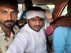 2 Cops Suspended for Clicking a Picture with Hardik Patel in Custody