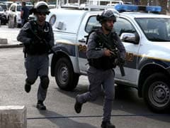 Palestinian Wounds Israeli Policeman in Attempted Suicide Bombing