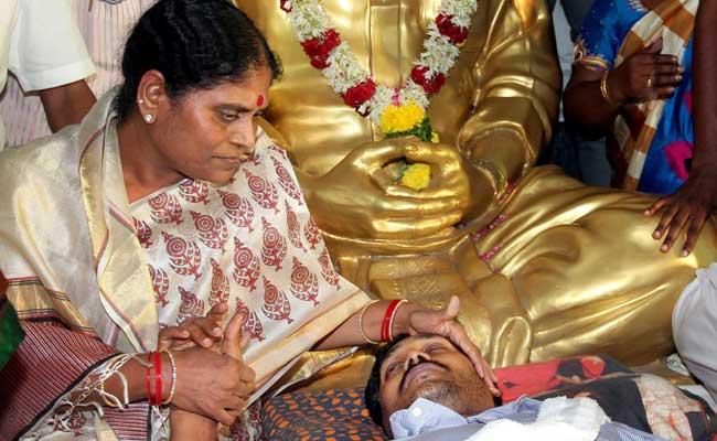 YSRC Chief Jaganmohan Reddy Continues Fast, Condition Deteriorates