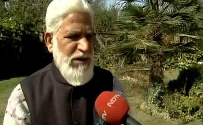 'Hooliganism is at Its Peak,' Says Kashmiri Writer Returning Award
