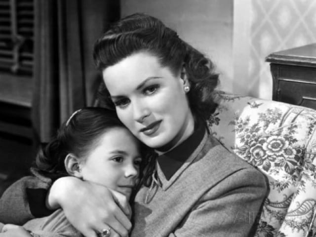 Miracle on 34th Street Actress Maureen O'Hara Dies at 95