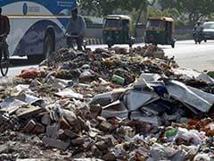 कूड़े के ढेर लगाकर दिल्ली के लोगों को सजा दे रही है बीजेपी : केजरीवाल सरकार