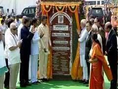 Congress, CPI Burn Effigies of PM Modi for Not Announcing Special Status for Andhra Pradesh