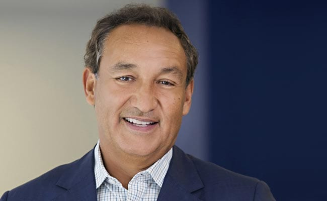 United Airlines CEO Oscar Munoz Says He Won't Resign