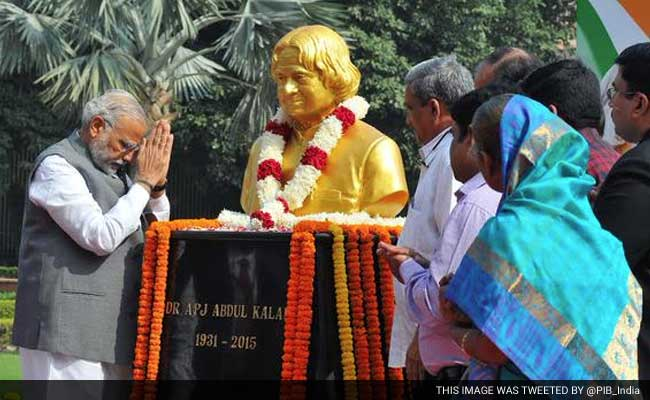 PM Modi Salutes Former President APJ Abdul Kalam on His 84th Birth Anniversary