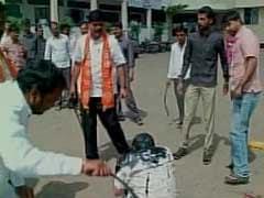 लातूर में RTI कार्यकर्ता पर हमला करने वाले शिवसैनिकों को पार्टी ने किया बर्खास्त