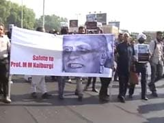 Writers Hold Protest March in Delhi Ahead of Crucial Sahitya Akademi Meeting
