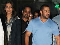 एयरपोर्ट पर उतरे सितारे : सलमान, सोनम, काजोल और करीना