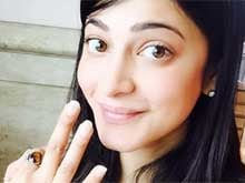 Shruti Haasan Tweets Selfie to Celebrate 3 Million Fans on Twitter