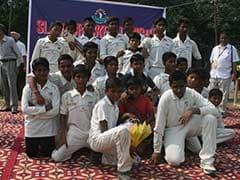 स्लम के बच्चों ने खुलकर घुमाया बल्ला, क्रिकेट लीग आयोजित