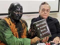 पेंट अटैक के बाद शिवसेना ने सुधींद्र कुलकर्णी की तुलना 'कसाब' से की