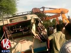 10 Die in Telangana as Book-Laden Truck Collides With Bus