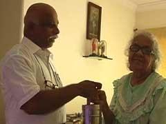 98 की उम्र में अकेले रहनी वाली एंजेला के घर फ्री में पहुंचता है टिफिन का डिब्बा