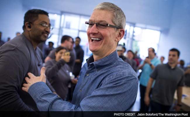 एप्पल के शीर्ष अफसरों में सबसे कम वेतन पाते हैं मुख्य कार्यकारी टिम कुक