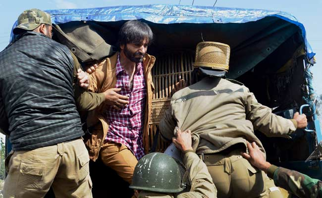 कश्मीर के अलगाववादी नेता यासीन मलिक को पुलिस ने हिरासत में लिया