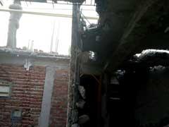 'आप' विधायक दिनेश मोहनिया की बिल्डिंग पर एमसीडी ने चलाया हथौड़ा